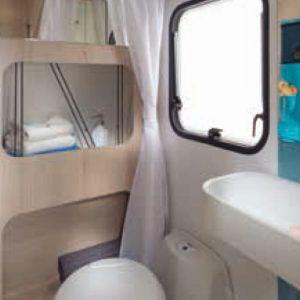 מקלחת ושירותים בקרוואן זהר חברת נוף ילדות